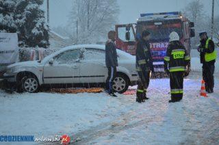 W Kuklinie VW Passat uderzył w ogrodzenie