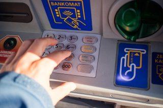 Okradli bankomat. Policja apeluje o pomoc