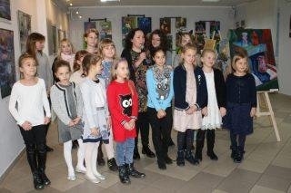 """Wystawa mławskich twórców """"Sztuka bez granic"""" spodobała się w Lidzbarku"""