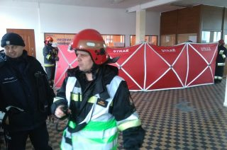 Jedna osoba zasłabła, druga zamarzła na terenie dworca PKS. Uratowali ich strażacy