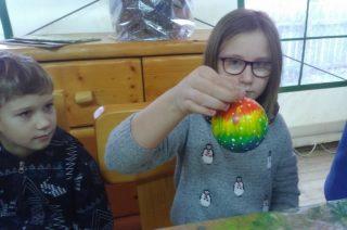 Pomysłów na malowanie szklanej kuli było wiele