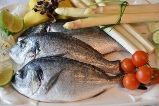 Inspekcja Handlowa radzi jak kupić dobrą rybę na święta. Niepokojące ustalenia kontroli