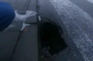 Niebezpieczna niespodzianka na ulicy Obrońców Mławy