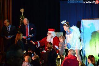 Mikołaj jak co roku przywiózł grzecznym dzieciom słodycze