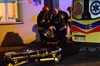 Młody mężczyzna zatruł się czadem. Uratowali go strażacy i ratownicy medyczni