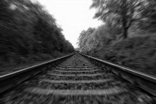 Tragedia w Gąsocinie. 63-letni mężczyzna zginął pod kołami pociągu.