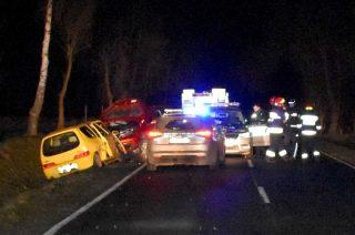Pijany kierowca Nissana staranował radiowóz i dwa inne auta, które zderzyły się wcześniej