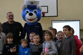 Komisarz Mławiak odwiedzi dzieci  z Lipowca Kościelnego, Zawad, Łomi i Wiśniewa