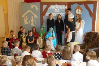 O magii, która ludzi w anioły przemienia… Jasełka w Szkole Podstawowej w Dębsku