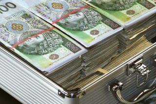 Ukradziono walizkę z pieniędzmi – ciechanowska policja apeluje o kontakt do świadków