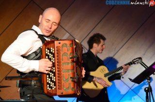 Tłumy na koncercie akordeonisty Marcina Wyrostka. Nie wszystkim udało się wejść na salę