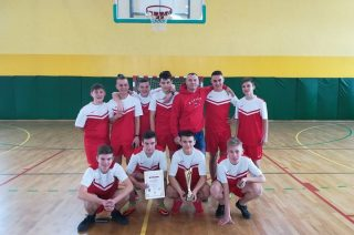 Koszykarski team z SP 3 mistrzem powiatu