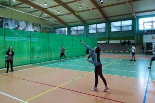 Pokazowe zajęcia badmintona w SP 3