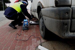 Policjanci sprawdzą emisję spalin w twoim aucie
