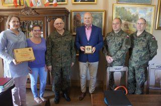 Wojskowi goście z Olsztyna w ratuszu i muzeum