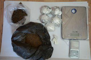 Amfetamina i substancja mogąca posłużyć do budowy materiałów wybuchowych. Dwóch mężczyzn z pow. mławskiego trafiło do aresztu.