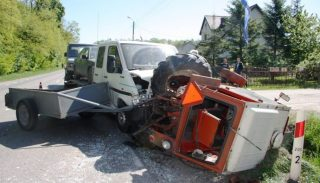 U sąsiadów. Śmiertelny wypadek 82 – letniego traktorzysty. Policja apeluje o rozwagę przy pracach rolnych!