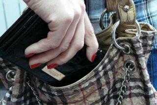 Strzegowo. Ukradła portfel z torby na zakupy. Policja publikuje jej wizerunek