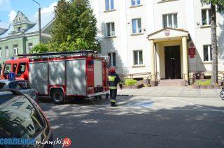 Trzy zastępy straży pożarnej pod starostwem