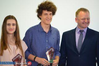 Puchary, dyplomy i gratulacje dla najlepszych szkół i lekkoatletów