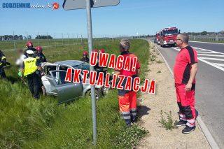 AKTUALIZACJA: Dachowanie samochodu osobowego na DK7 w miejscowości Pepłówek
