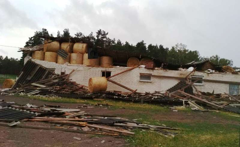 zniszczenia po wichurze Przasnysz powiat przasnyski trąba powietrzna w Przasnyszu nawałnica wichura burza