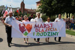 """Maszerowali pod hasłem """"Polska rodziną silna"""""""