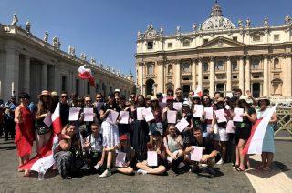 Świadectwo szkolne odebrali w Rzymie