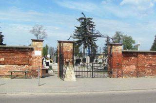 Dewastowali cmentarz. Znieważyli interweniujących policjantów