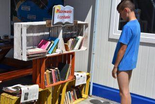 W Ciechanowie na kąpieliskach pojawiły się regały z książkami