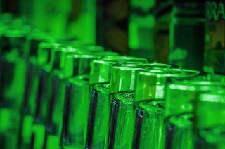 Piwo w butelkach zanieczyszczone szkłem. GIS ostrzega
