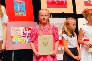 Gabrysia Koźlakiewicz, uczennica Szkoły Podstawowej nr 7, nagrodzona w prestiżowym konkursie
