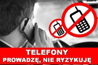 Policjanci sprawdzają, czy kierowcy nie rozmawiają przez telefon