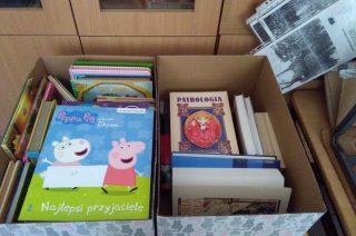 Książki zebrane w Zawadach trafią do szpitalnych bibliotek