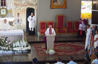 Ks. proboszcz Roman Tomaszewski  powitany przez parafian