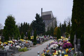 Msze i nabożeństwa na mławskich cmentarzach. Zobacz godziny