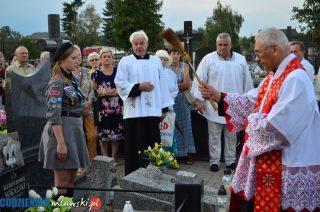 Odnowione nagrobki bohaterów POW na mławskim cmentarzu