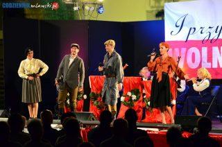 Owacje na stojąco, utwory na bis, wspólne śpiewanie z publicznością