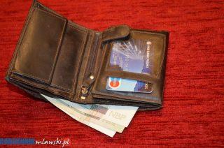 Zbierał pieniądze na prezent, portfel zgubił w markecie. Uczciwy znalazca zwrócił zgubę