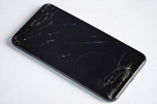 W skrzynce pocztowej znaleziono czarny Huawei. Właściciel proszony o kontakt z policją