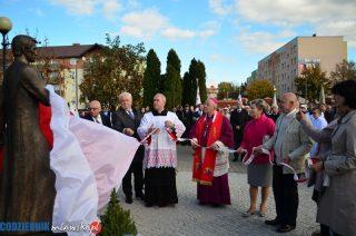Pomnik błogosławionego ks. Jerzego Popiełuszki odsłonięty