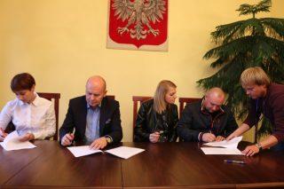 25 umów na dofinansowanie wymiany pieca podpisane