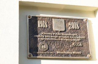 Pamiątkowa tablica na ścianie ratusza już wmurowana. Odsłonięcie 11 listopada