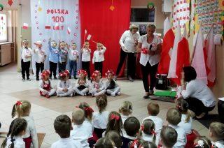 Przedszkolaki świętowały tanecznie i śpiewająco