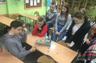 Uczyć się angielskiego podczas gry w planszówkę