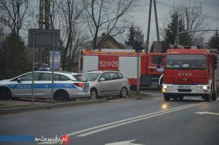 """Dym z pojazdu na na skrzyżowaniu Warszawskiej i """"siódemki"""""""