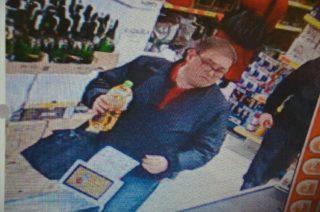 Kradł w marketach sieci Biedronka. Policja publikuje wizerunek sprawcy.