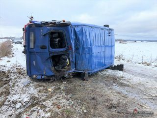 AKTUALIZACJA: Przewrócony bus tarasuje drogę Żaboklik – Kamień