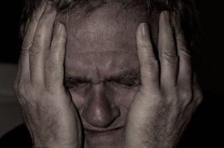 92-letni senior z Mławy myślał, że dzwoni policjant. Stracił 17 tys. zł