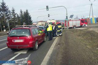 Zderzenie dwóch aut na siódemce przy Nowowiejskiej